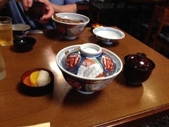 04‗うな丼大胆吸い付き.jpg